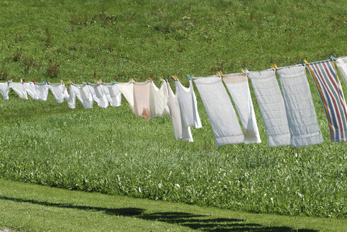 Drying laundry on clothesline - TCF00040
