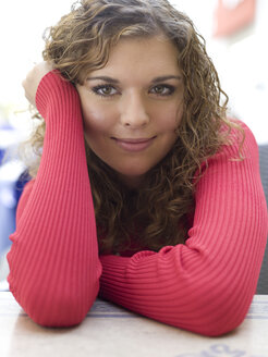 Young woman, portrait, smiling - KMF00954