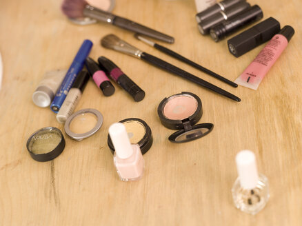 Cosmetics on table, close-up - KMF00861