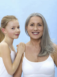 Grandmother and granddaughter, portrait - WESTF05272