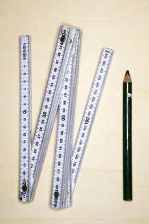 Folding rule and pencil, close-up - THF00570