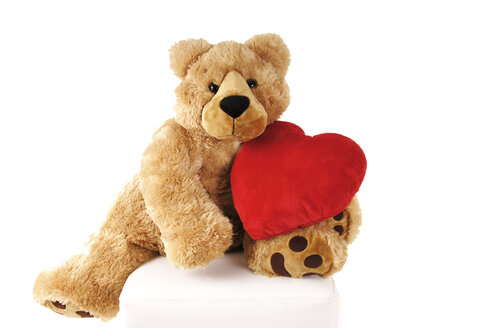 Reddy bear holding heart-shaped cushion - 00309LR-U