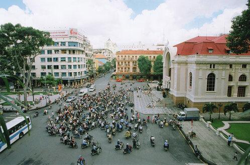 Vietnam, Saigon, Crowd - MS02135