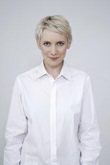 Portrait of a blonde woman - TCF00172