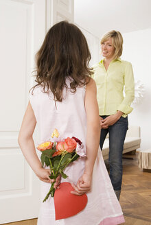 Girl (8-9) giving her mother a gift - NH00638