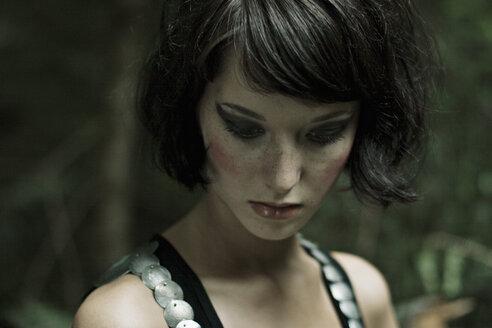 Portrait of a brunette woman - DW00121