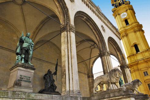 Germany, Bavaria, Munich,Felherrnhalle and Theatiner Church - MB00758