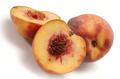 Whole peach and peach halves, close-up - 00351LR-U