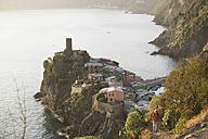 Italy, Liguria, Vernazza, Woman hiking - MRF01054