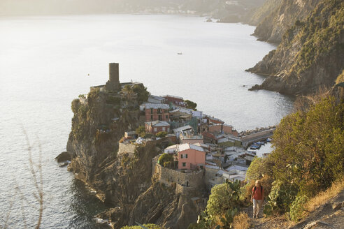 Italy, Liguria, Vernazza, Woman hiking - MRF01054
