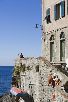 Italy, Liguria, Riomaggiore, Person photographing - MRF01033