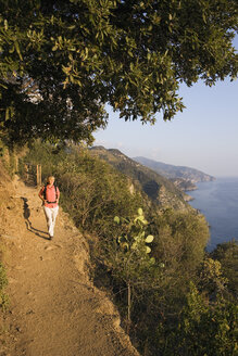 Italy, Liguria, Vernazza, Woman hiking on pathway - MRF01021