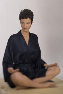 Woman doing yoga - RRF00042