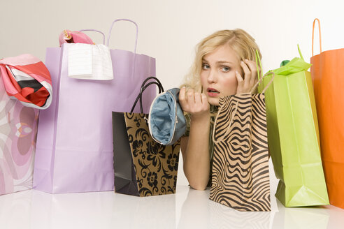 Blonde woman with shopping bags, portrait - WESTF07027