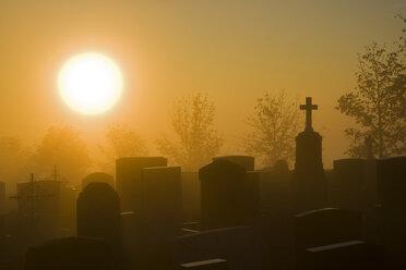 Germany, Bavaria, Hohenpeißenberg, Grave yard at dawn - FOF00401