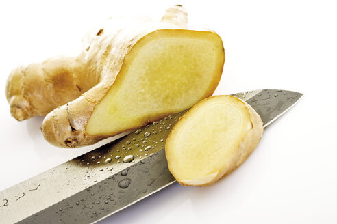 Sliced ginger root, close-up - 08060CS-U