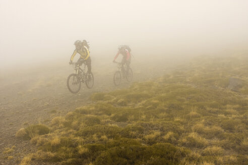 Spain, Sierra Nevada, mountainbiking and fog - FFF00875