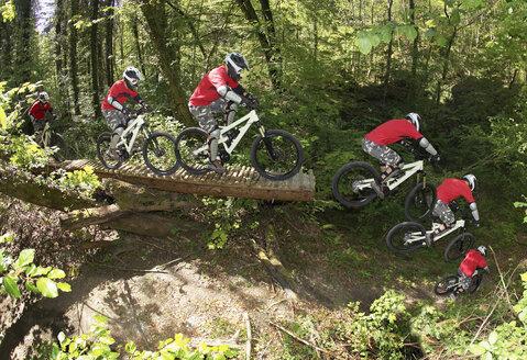 Germany, Munich, Isar, mountainbiking - FFF00845