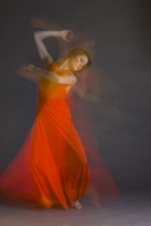 Young woman doing modern dance - RRF00155