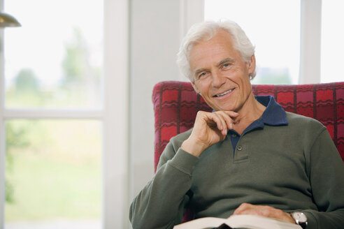 Senior man with book, relaxing, portrait - HKF00168