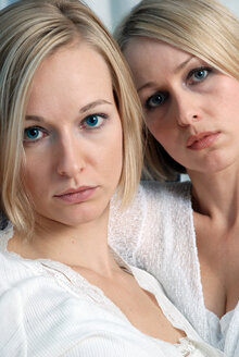 Two blonde women, portrait - DKF00149