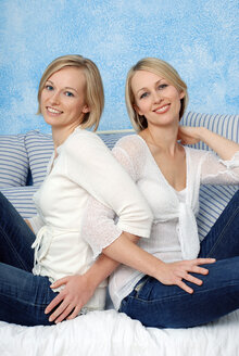 Two blonde women, smiling, portrait - DKF00143