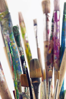 Artist's used paintbrushes in tin can - THF00646