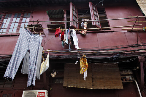 China, Shanghai, Laundry hanging from building - MB00774