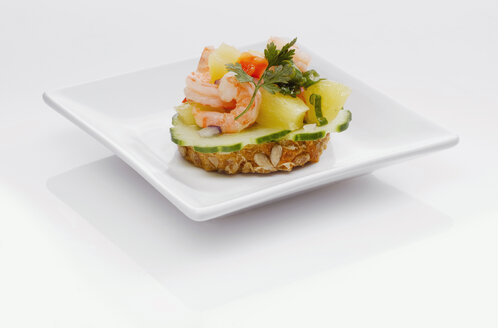 Sandwich with shrimps and pineapple - KMF01240