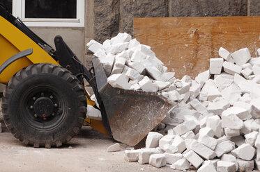 Wheel loader with stones - 00365LR-U