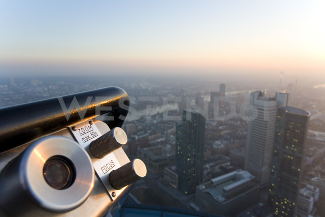 Germany, Frankfurt on the Main, view of the town, telescope in the foreground - WD00071