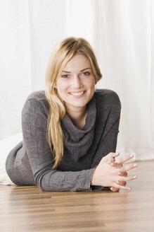 Blonde woman smiling, portrait - LDF00579