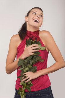 Young woman holding a bouquet of roses - RDF00786