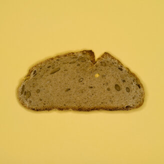 Slice of bread, elevated view - MUF00421