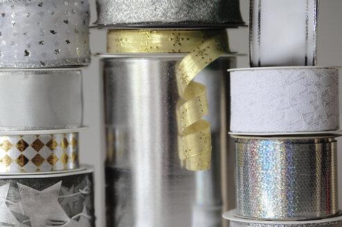 Stacked ribbons,  close-up - 00438LR-U