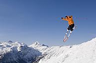 Austria, Salzburger Land, Altenmarkt- Zauchensee, Skier jumping, mid air - HH02479