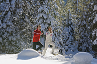 Austria, Salzburger Land, Altenmarkt-Zauchensee, Young couple snowshoeing - HH02530