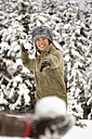 Austria, Salzburger Land, Altenmarkt, snowball fight, woman throwing a snowball - HH02582