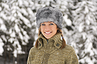 Austria, Salzburger Land, Altenmarkt, Young woman in snowscape, smiling - HH02563