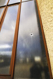 Germany, Bavaria, Munich, Broken Window, close-up - MBF00821