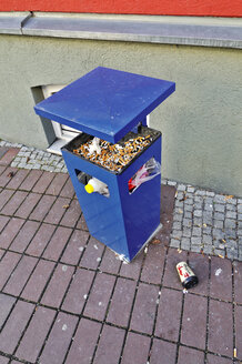 Germany, Bavaria, Munich, Dust bin - MB00858