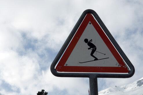 Switzerland, Graubünden, Arosa, Skier on Warning Sign, close-up - AWDF00012