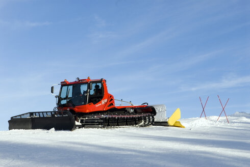 Germany, Bavaria, Oberstaufen, Snow groomer - AWD00067