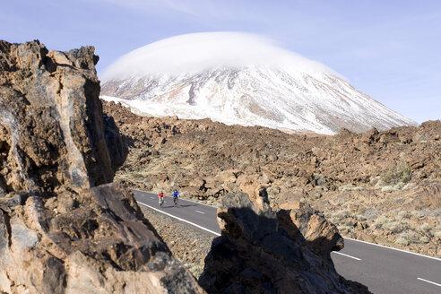 Spain, The Canary islands, Teneriffa, Couple mountain biking - DSF00196