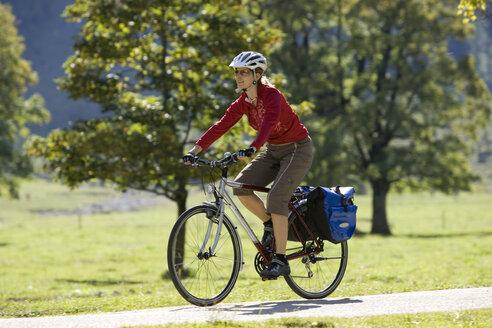 Austria, Tyrol, Ahornboden, Woman mountain biking - DSF00061
