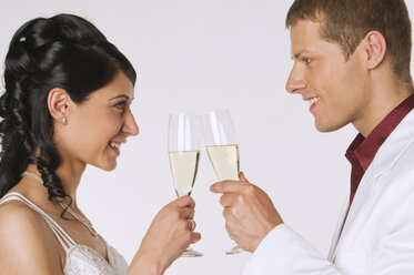 Bride and Groom with Champagne, portrait - NHF00871
