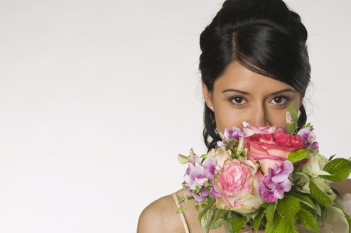 Young bride holding flowers, close-up - NHF00844