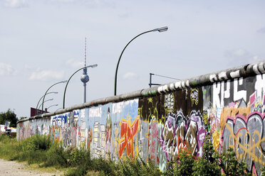 Germany, Berlin, Wall with graffiti - 09327CS-U