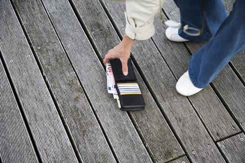 Lost Wallet, elevated view, - 09324CS-U