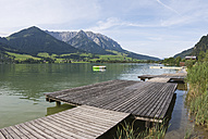 Austria, Tyrol, Walchsee, Boardwalk on the waterfront - UMF00244